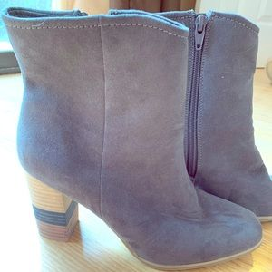 Grey ankle boot 9